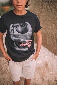 Camiseta T-Shirt Masculina Tem Alguém Aí? Tamanhos: 02 ao 08