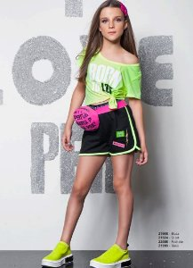 Conjunto Blusa Malha Neon Born To Love e Short Moletom