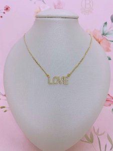 Colar dourado Love com zircônia