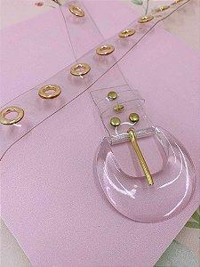 Cinto vinil transparente com detalhes dourados