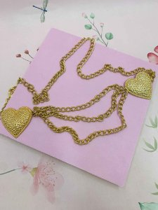 Cinto dourado corrente e coração