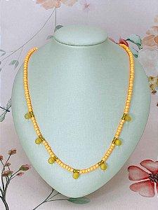 Colar com miçangas e esferas foscas - rosa, lilás, laranja, amarelo ou verde