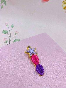 Presilha pequena com  búzios e estrela com detalhes dourados - cores  variadas