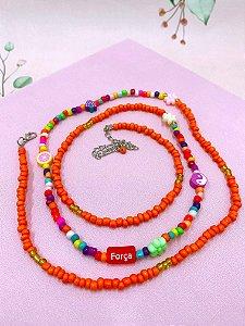 Cinto miçangas laranjas e coloridas com plaquinhas - Força, Amor, Foco ou Sonho