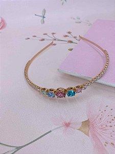 Arco Bianca dourado com pedrinhas coloridas