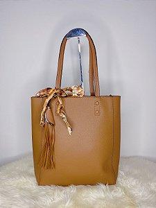 Bolsa Retangular com Lenço e pingente - Caramelo