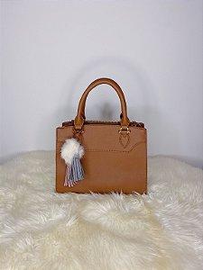 Bolsa pequena com chaveiro de pom pom - marrom