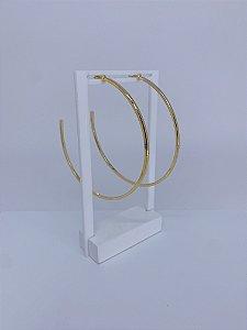 Brinco dourado de argola grande achatada