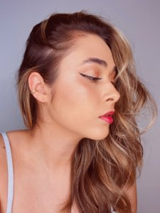 Piercing fake com detalhe amassadinho