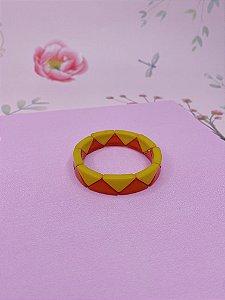 Pulseira quadrada fina em material plástico em formato de triângulo
