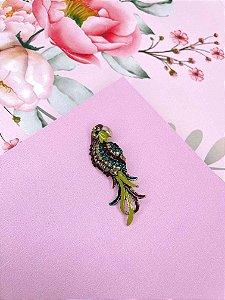 Broche Arara com detalhe esmaltado e strass