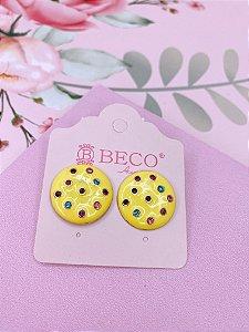 Brinco botão esmaltado com strass colorido - amarelo