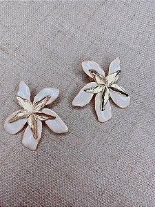 Brinco Flor esmaltada - off white
