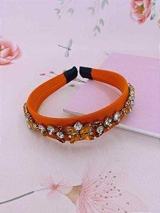 Arco tecido laranja com pedrarias e strass