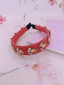 Arco tecido rosa com detalhes em pedrarias
