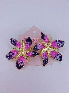 Brinco Flor esmaltada- rosa com roxo