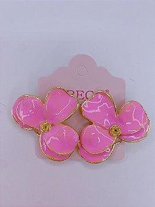 Brinco Flor esmaltada - rosa, branco ou azul