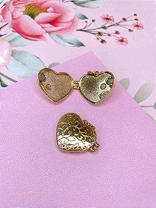 Pingente Relicário de coração dourado