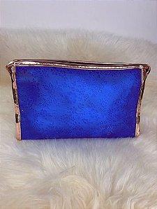 Nécessaire azul com leve transparência e detalhe rosê gold