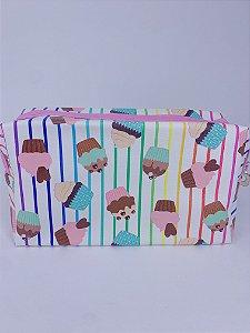 Necessaire estampada de cupcakes e listras coloridas