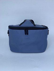 Necessaire quadrada courino azul térmica com alça ajustável