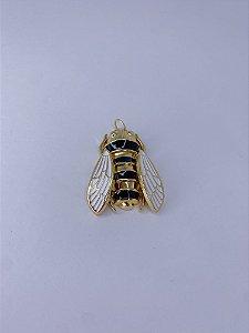 Pingente dourado de abelha