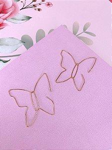 Argola em formato de borboleta - prata ou dourado