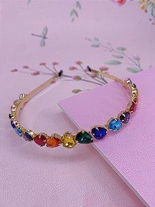 Arco dourado com pedraria coloridas