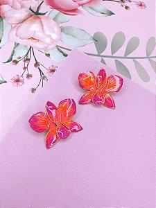 Brinco dourado de Flor Borboleta esmaltado mesclado em laranja com rosa