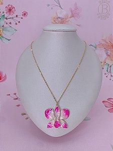 Colar dourado de Flor Borboleta esmaltado mesclado em rosa