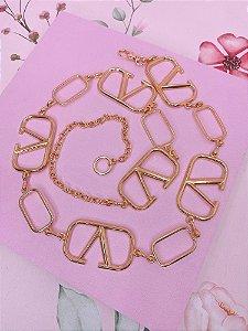 Cinto dourado com Elos retangulares e correntes