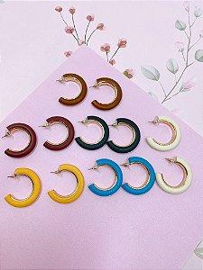 Brinco argola madeira - preto, azul, amarelo, branco, marrom claro ou bordô