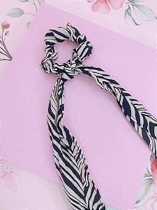 Scrunchie com lenço estampado de zebra