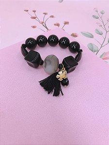 Pulseira bolas grandes mescladas em preto com tessel e pingentes