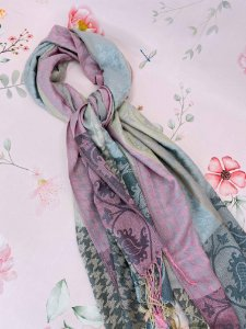 Lenço de inverno Pied de Poule com folhas rosa claro, dourado e cinza com franja