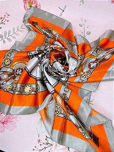Lenço laranja e cinza estampado de fivela e cavalo