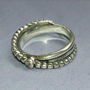 Anel de prata envelhecida com um ponto em zircônia - SUAVE ELEÂNCIA !!