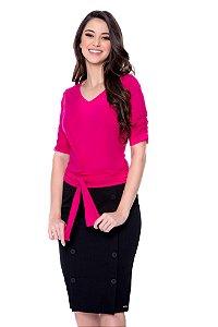 Blusa de malha cor pink ,com amarração, botões encapados na manga.