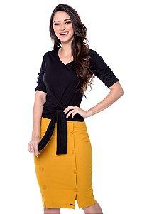 Blusa de malha cor preta ,com amarração, botões encapados na manga.