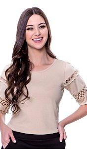 Blusa de malha tricot det.guipir vazado nas mangas cor bege
