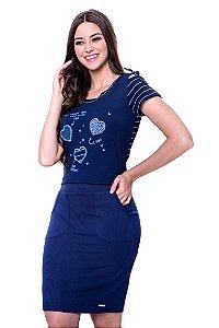 Conjunto blusa com mangas decote e costas listrados,frente de malha c/estampa local e bordado manual saia malha canelada