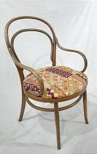 Cadeira Thonart em Madeira com Braço, Assento Almofadado em Tecido