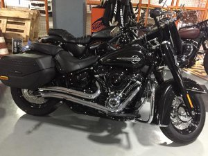 "Escapamento softail fat boy 2018 K10 2"" 1/2 preto customer"