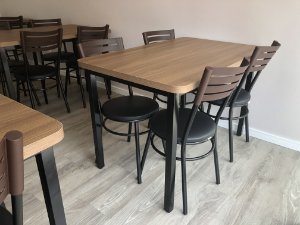 Conjunto com 1 Mesa e 4 Cadeiras - Mesas e Cadeiras para Restaurante REF 6040