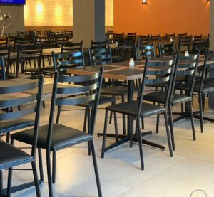 Conjunto com 1 Mesa e 4 Cadeiras - Mesas e Cadeiras para Restaurante REF 6130
