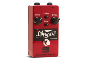 Pedal Dirty Deed Distortion, Controles Volume, Drive, Grave, Agudo