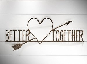 "FRASE DE FERRO ""BETTER TOGETHER..."""