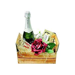 Cesta de Presente Dia dos Namorados com Espumante Casa Valduga e Bombom Ferrero Rocher T8 100g
