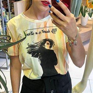 T- Shirt Feminia Manga Curta Estampa Mulher
