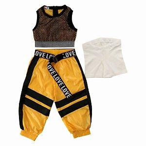 Conjunto Infantil Feminino Esportivo Cropped em Tela e Calça Jogger com Cinto
